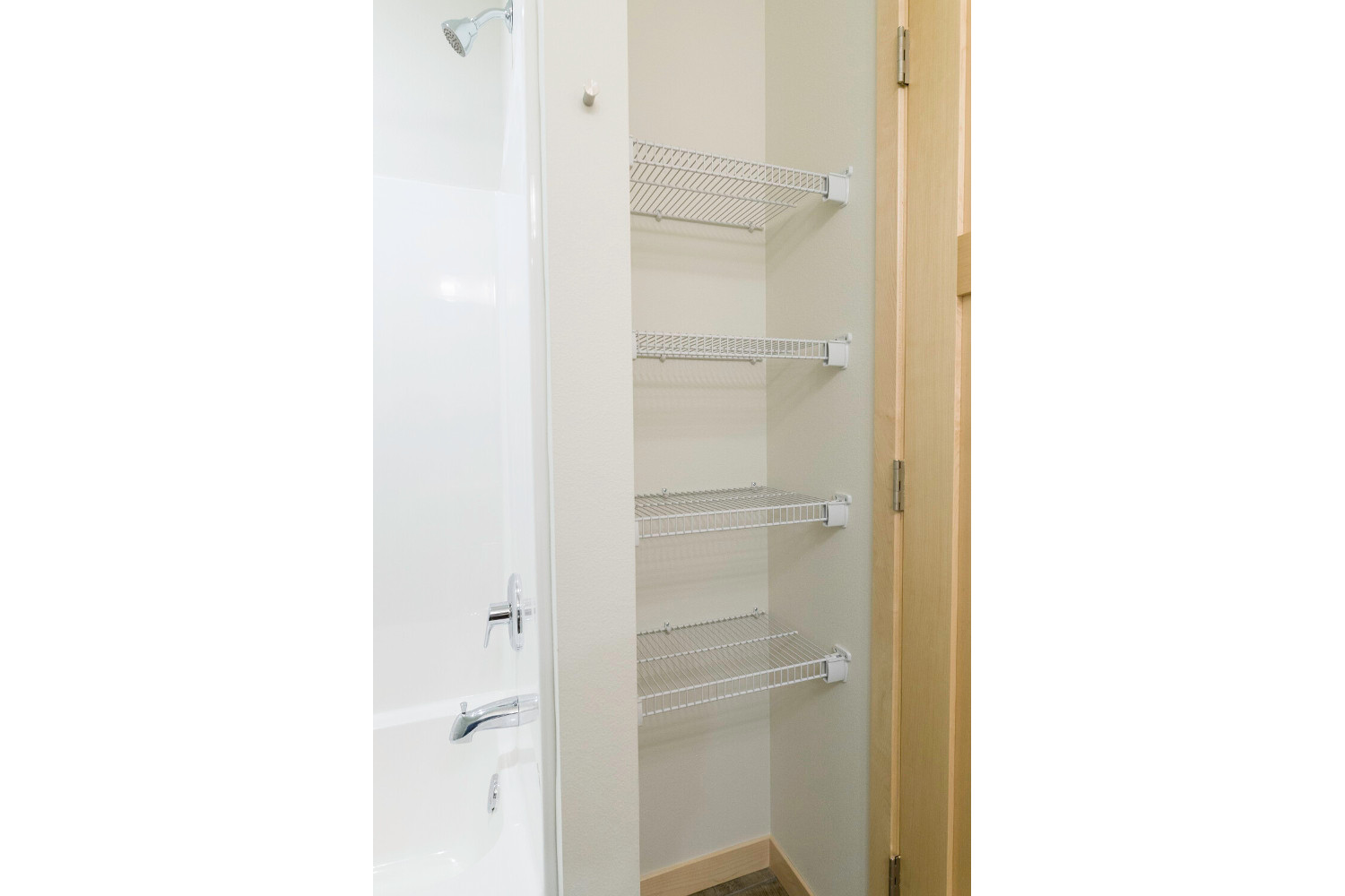 center-unit-master-linen-closet