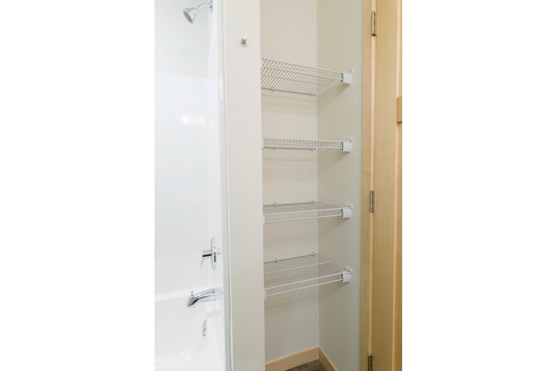 center-unit-master-linen-closet
