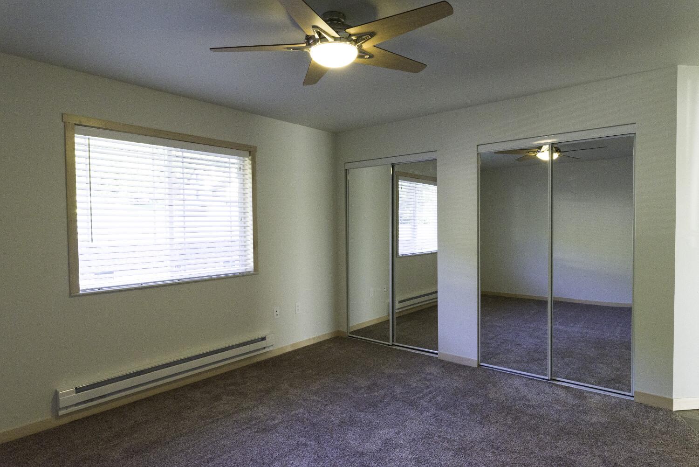 end-unit-master-bedroom2