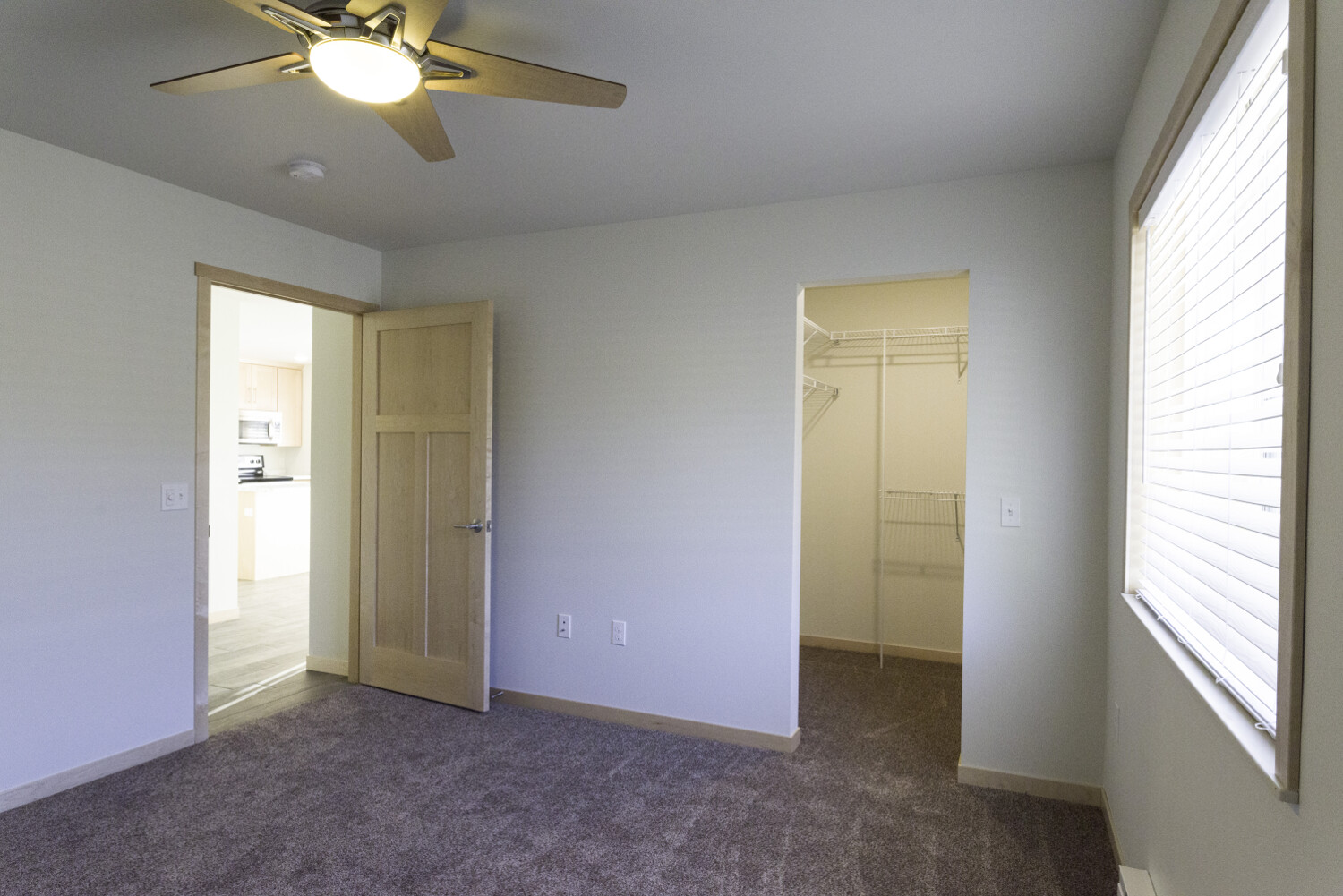end-unit-spare-bed-walk-in-closet